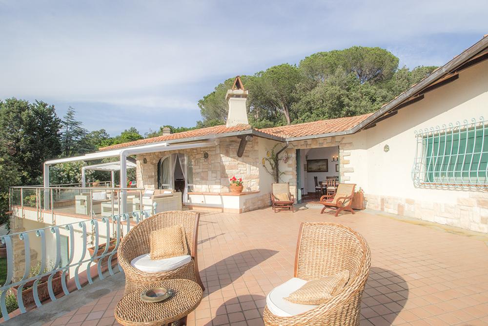 17-For-sale-luxury-villas-Italy-Antonio-Russo-Real-Estate-Villa-La-Panoramica-Castiglione-della-Pescaia-Tuscany.jpg