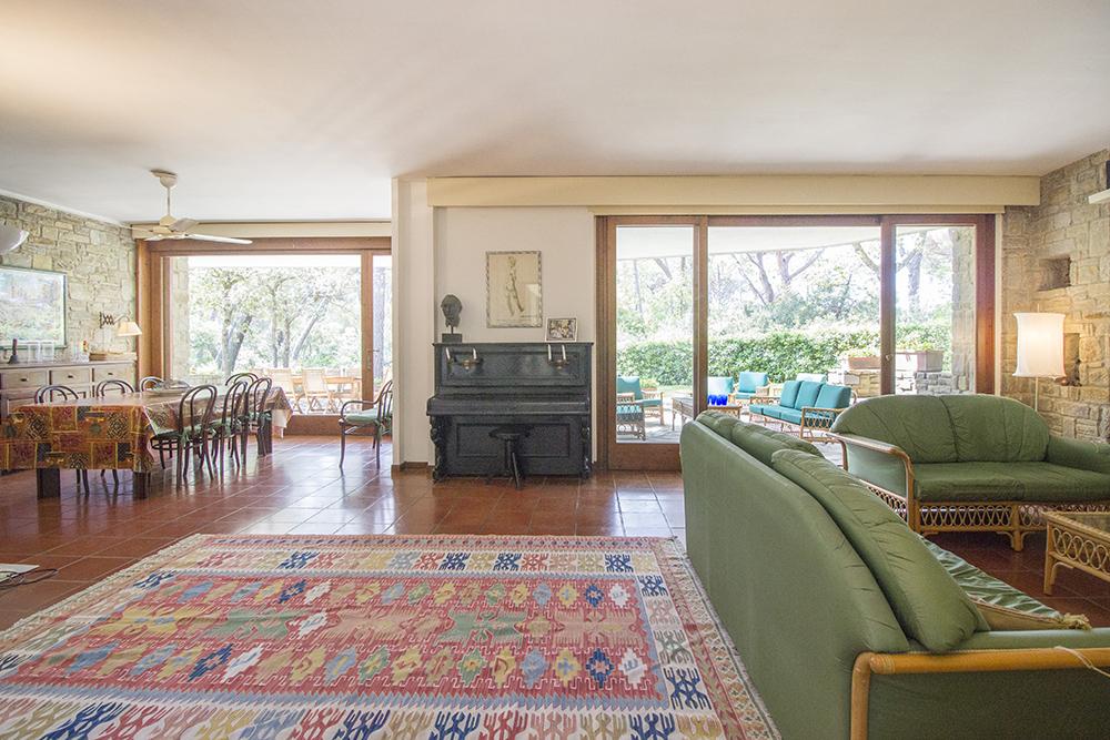 2-For-sale-luxury-villas-Italy-Antonio-Russo-Real-Estate-Villa-La-Pineta-Roccamare-Castiglione-della-Pescaia-Tuscany.jpg