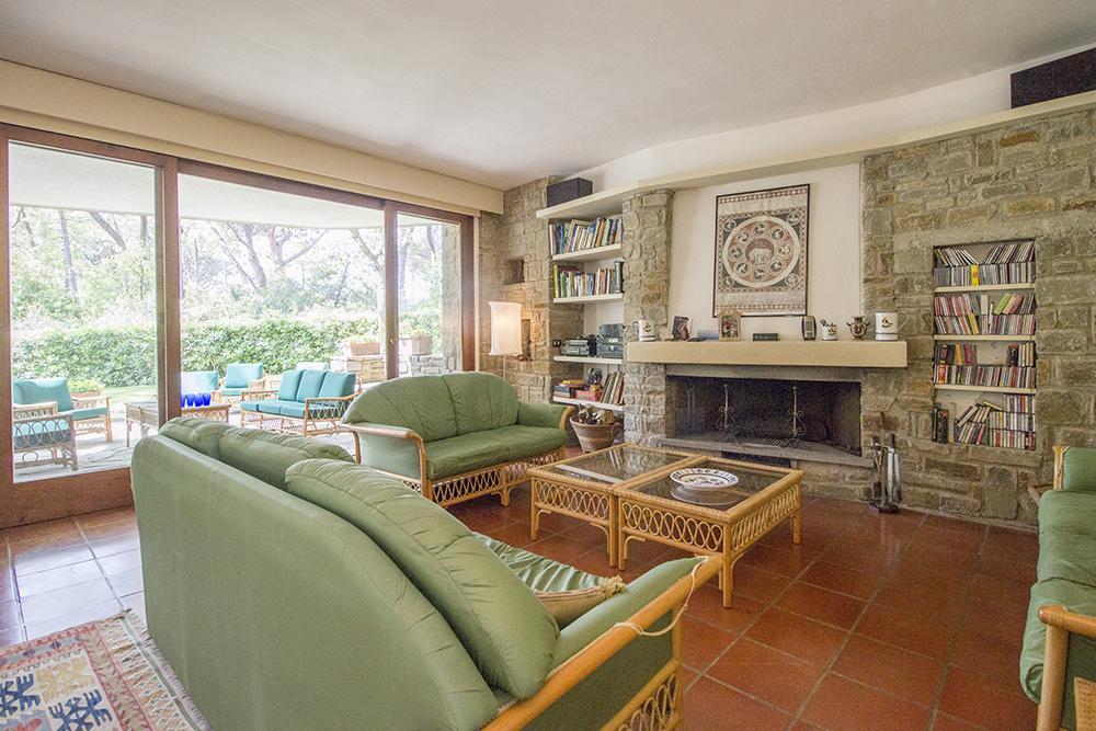3-For-sale-luxury-villas-Italy-Antonio-Russo-Real-Estate-Villa-La-Pineta-Roccamare-Castiglione-della-Pescaia-Tuscany.jpg