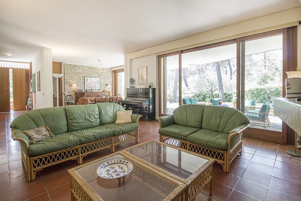5-For-sale-luxury-villas-Italy-Antonio-Russo-Real-Estate-Villa-La-Pineta-Roccamare-Castiglione-della-Pescaia-Tuscany.jpg