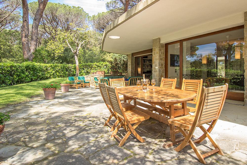 10-For-sale-luxury-villas-Italy-Antonio-Russo-Real-Estate-Villa-La-Pineta-Roccamare-Castiglione-della-Pescaia-Tuscany.jpg