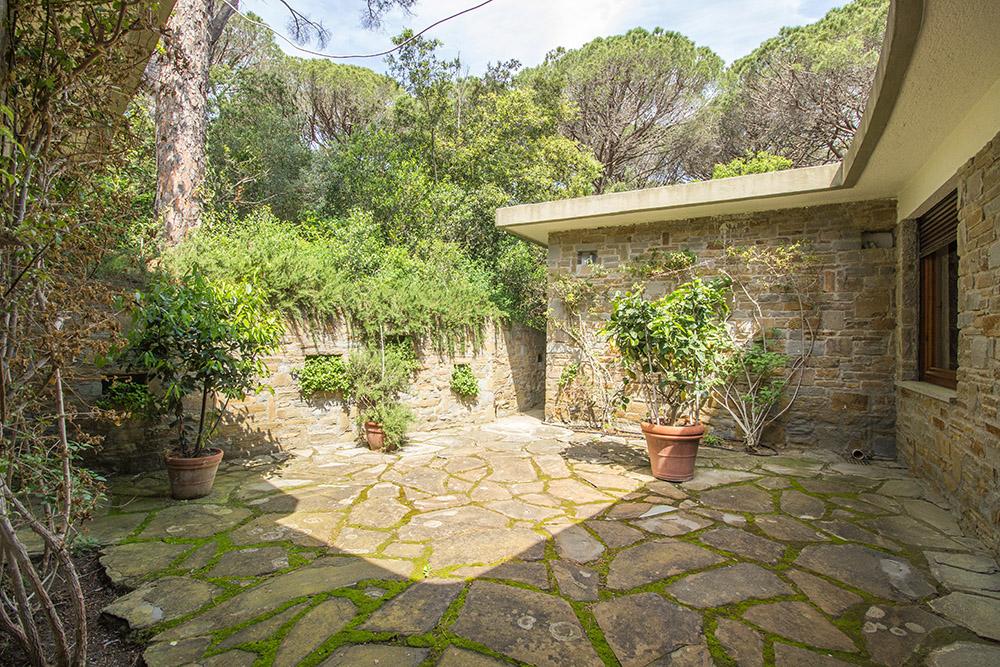 13-For-sale-luxury-villas-Italy-Antonio-Russo-Real-Estate-Villa-La-Pineta-Roccamare-Castiglione-della-Pescaia-Tuscany.jpg