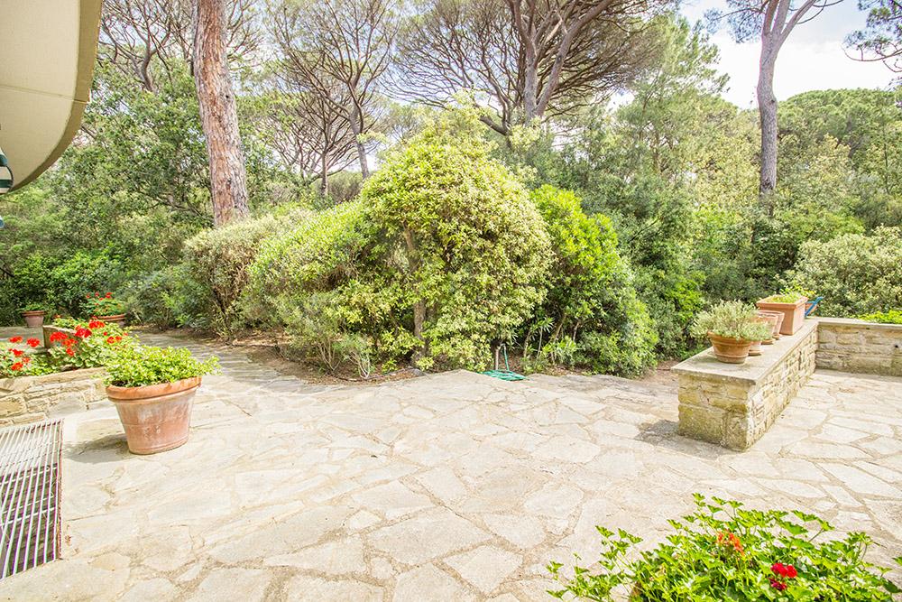 22-For-sale-luxury-villas-Italy-Antonio-Russo-Real-Estate-Villa-La-Pineta-Roccamare-Castiglione-della-Pescaia-Tuscany.jpg