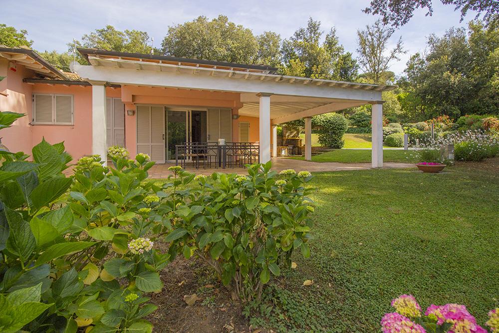 4-For-sale-luxury-villas-Italy-Antonio-Russo-Real-Estate-Villa-Delizia-Punta-Ala-Tuscany.jpg