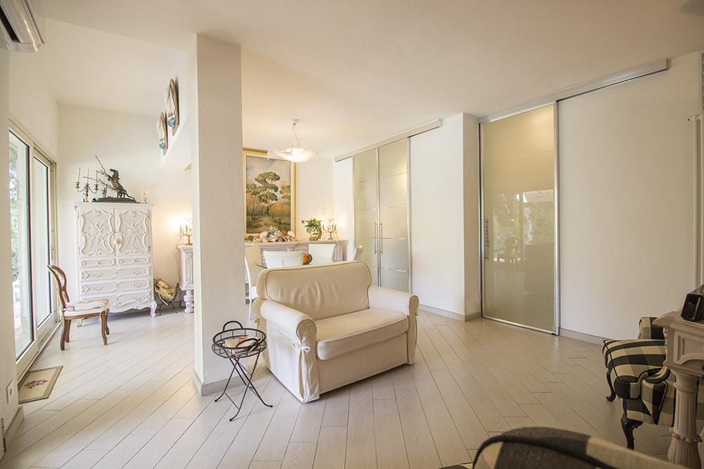 11-For-sale-luxury-villas-Italy-Antonio-Russo-Real-Estate-Villa-Delizia-Punta-Ala-Tuscany.jpg
