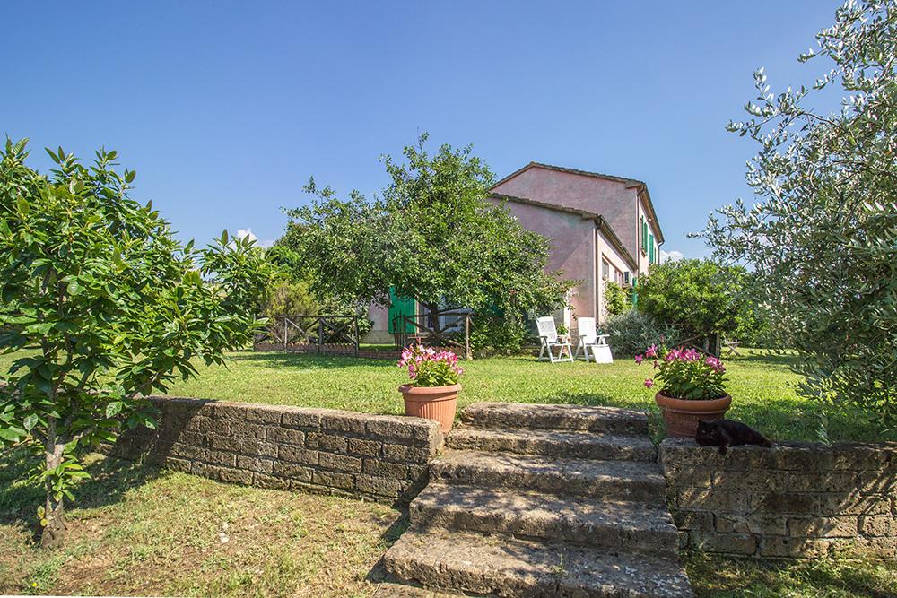 1-Casale-Il-Podere-esterno-Farm-Scansano-Maremma-Tuscany-For-sale-farmhouses-country-homes-in-Italy-Antonio-Russo-Real-Estate.jpg