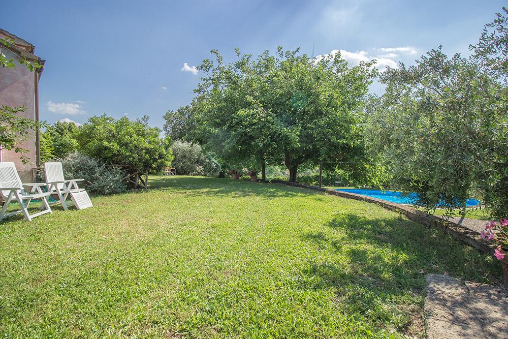 3-Casale-Il-Podere-esterno-Farm-Scansano-Maremma-Tuscany-For-sale-farmhouses-country-homes-in-Italy-Antonio-Russo-Real-Estate.jpg