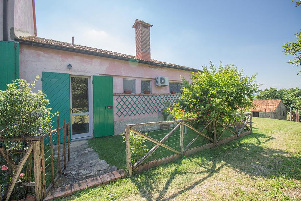 8-Casale-Il-Podere-esterno-Farm-Scansano-Maremma-Tuscany-For-sale-farmhouses-country-homes-in-Italy-Antonio-Russo-Real-Estate.jpg