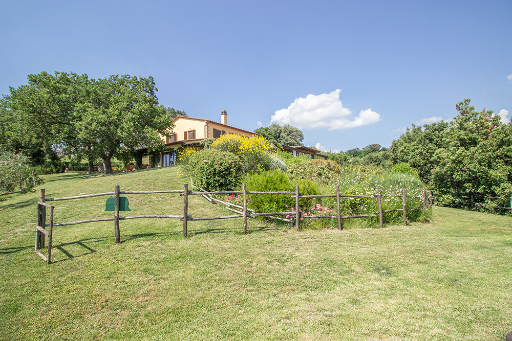 1-Farmhouse-Il-Troscione-Organic-Working-Farm-Scansano-Tuscany-For-sale-holiday-farm-Antonio-Russo-Real-Estate-Italy.jpg