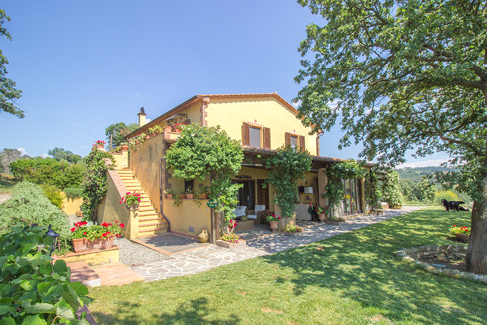 2-Farmhouse-Il-Troscione-Organic-Working-Farm-Scansano-Tuscany-For-sale-holiday-farm-Antonio-Russo-Real-Estate-Italy.jpg