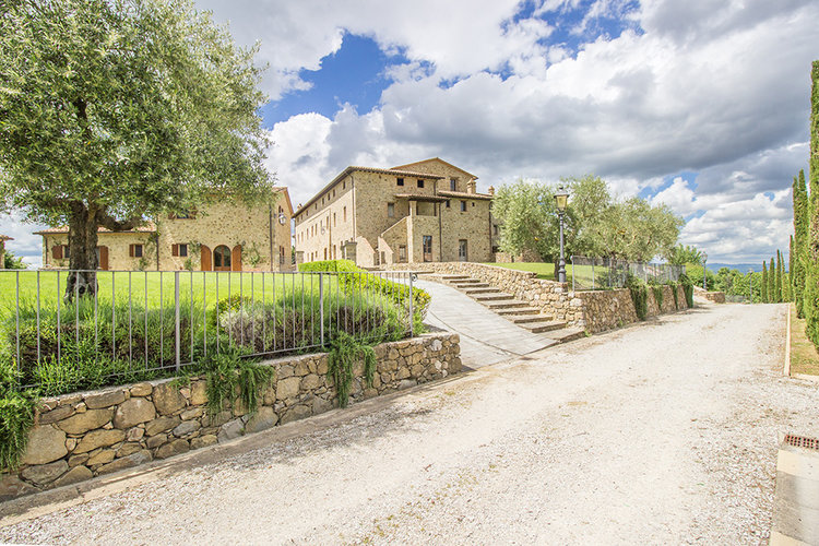 8-Italian-Real-Estate-Investment-opportunities-unique-luxury-village-hamlet-Italy-Antonio-Russo-Real-Estate-Borgo-Country-Resort-Umbria.jpg