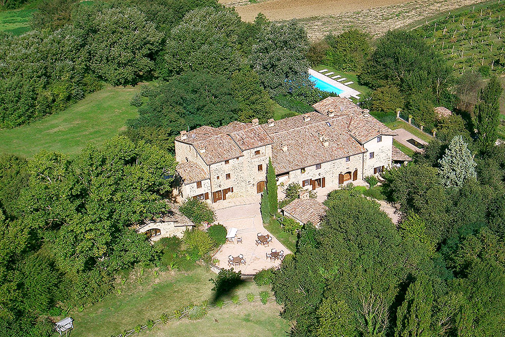 12-Italian-Real-Estate-Investment-opportunities-unique-luxury-village-hamlet-Italy-Antonio-Russo-Real-Estate-Borgo-Country-Resort-Umbria.jpg