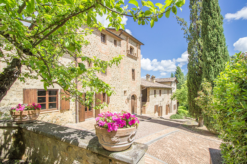 13-Italian-Real-Estate-Investment-opportunities-unique-luxury-village-hamlet-Italy-Antonio-Russo-Real-Estate-Borgo-Country-Resort-Umbria.jpg