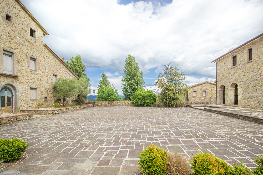 2-Casale-I-Girasoli-Farm-Umbertide-Perugia-Countryside-Umbria-For-sale-farmhouses-country-homes-in-Italy-Antonio-Russo-Real-Estate.jpg
