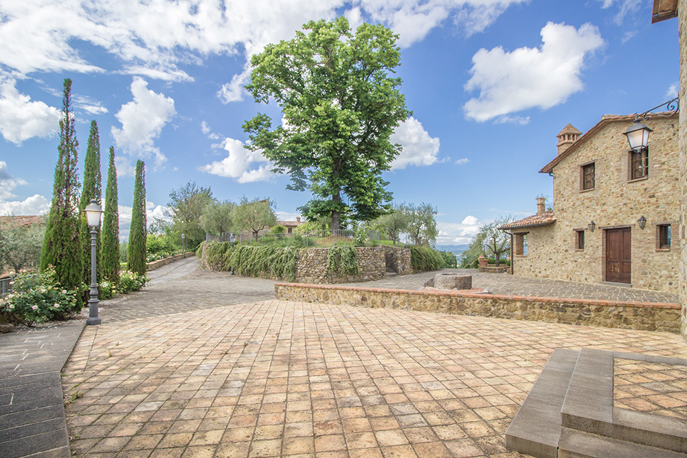7-Casale-I-Girasoli-Farm-Umbertide-Perugia-Countryside-Umbria-For-sale-farmhouses-country-homes-in-Italy-Antonio-Russo-Real-Estate.jpg