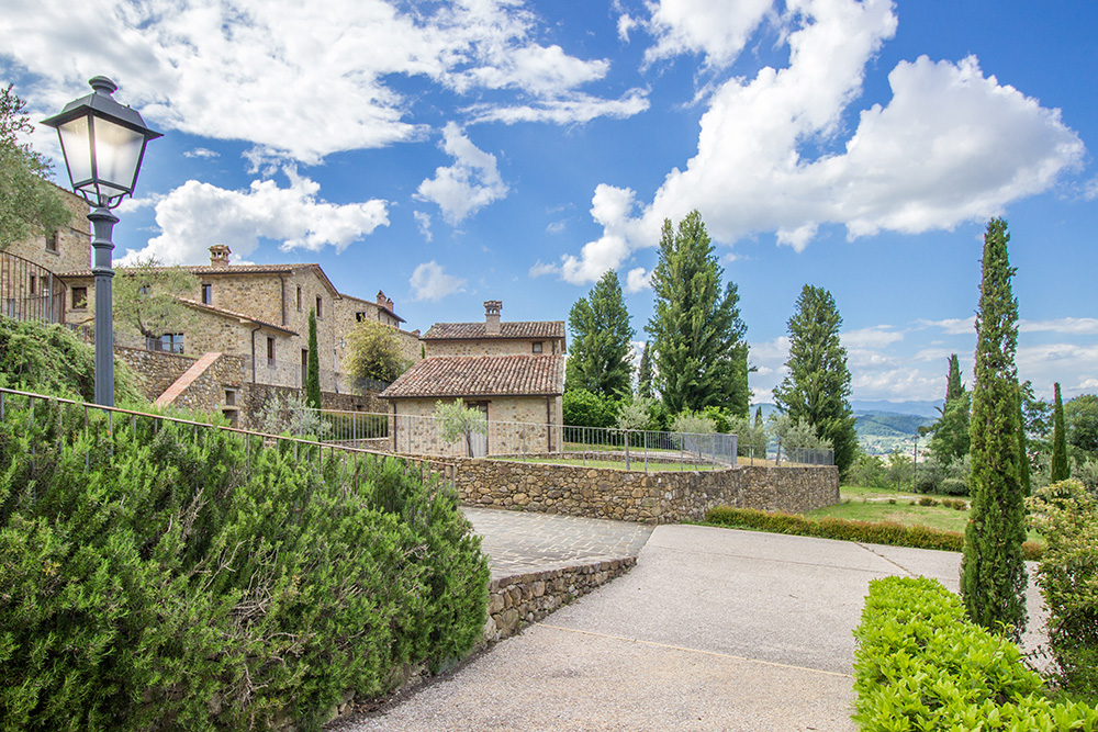 2-Casale-Le-Vasche-Farm-Umbertide-Perugia-Countryside-Umbria-For-sale-farmhouses-country-homes-in-Italy-Antonio-Russo-Real-Estate.jpg