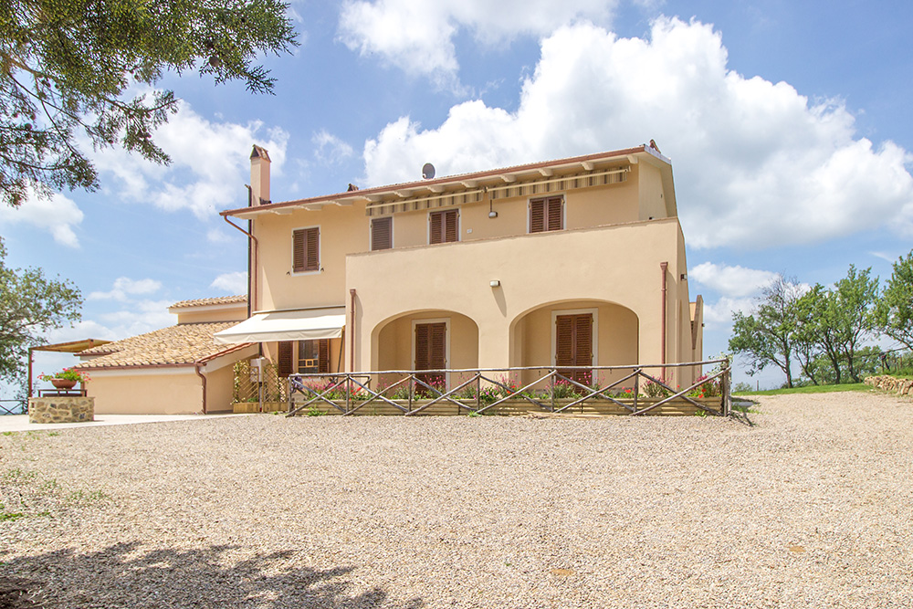 2-Farmhouse-Poggio-al-Sole-Organic-Working-Farm-Campagnatico-Tuscany-For-sale-holiday-farm-Antonio-Russo-Real-Estate-Italy.jpg