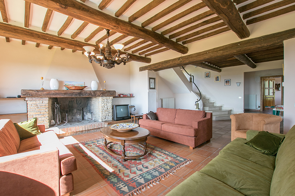 4-Casale-Dolci-Colline-Farm-Pienza-Siena-Countryside-Tuscany-For-sale-farmhouses-country-homes-in-Italy-Antonio-Russo-Real-Estate.jpg