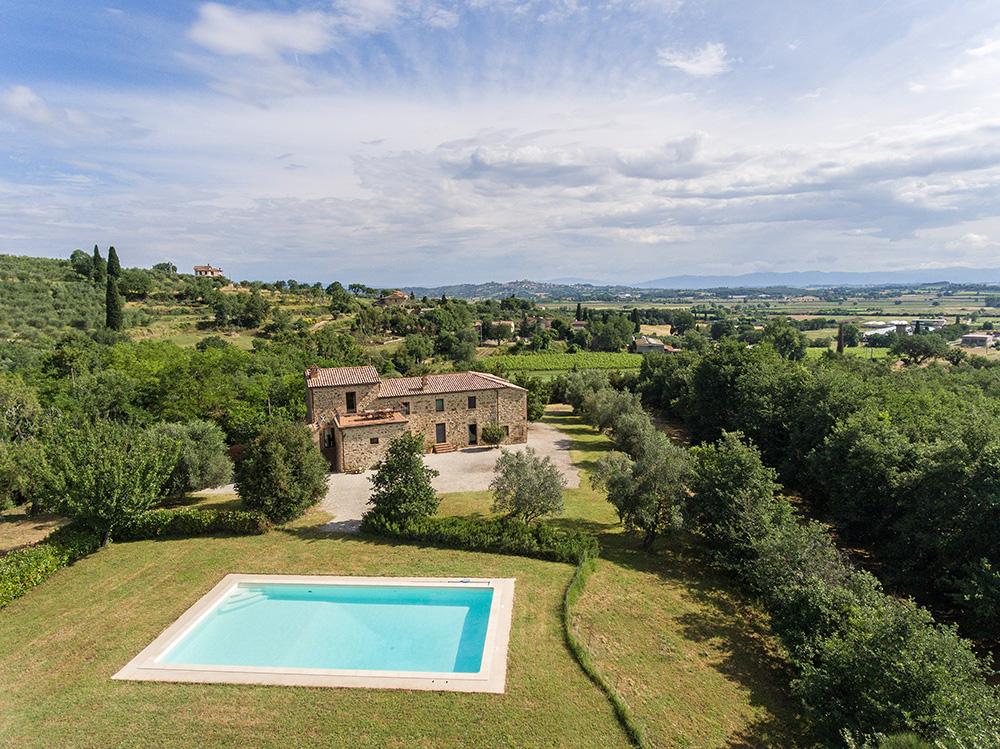 4-For-sale-farmhouses-country-homes-in-Italy-Antonio-Russo-Real-Estate-Casale-La-Lucciola-Countryside-Sinalunga-Siena.jpg