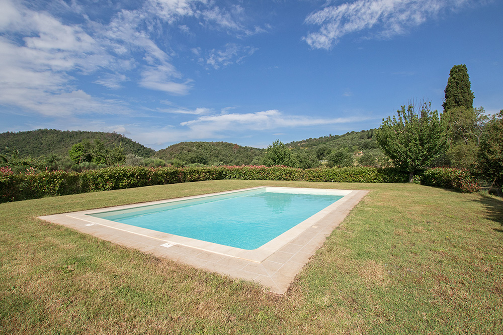 2-Casale-La-Lucciola-Farm-Sinalunga-Siena-Countryside-Tuscany-For-sale-farmhouses-country-homes-in-Italy-Antonio-Russo-Real-Estate.jpg