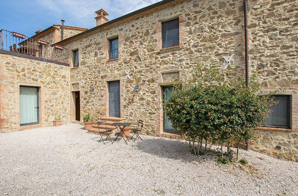 4-Casale-La-Lucciola-Farm-Sinalunga-Siena-Countryside-Tuscany-For-sale-farmhouses-country-homes-in-Italy-Antonio-Russo-Real-Estate.jpg
