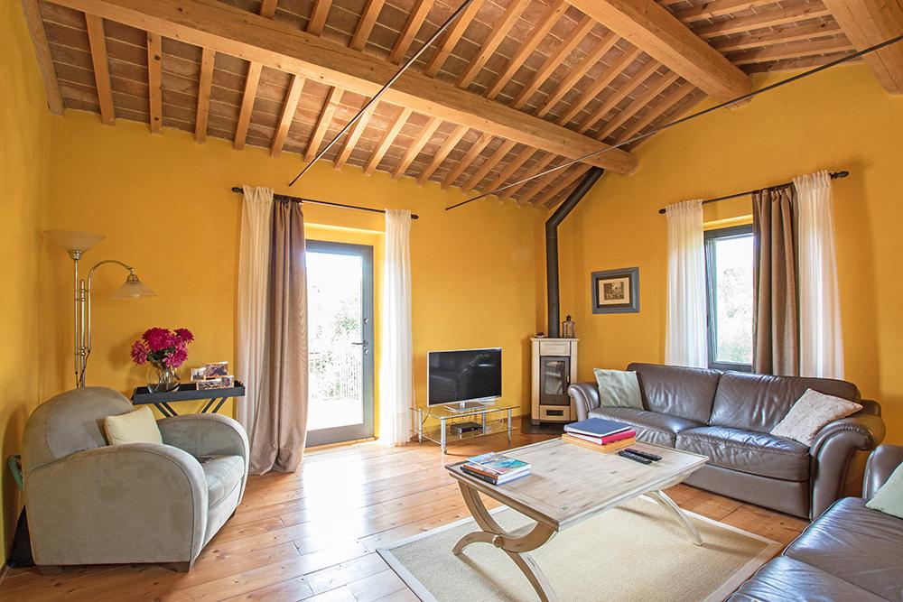 5-Casale-La-Lucciola-Farm-Sinalunga-Siena-Countryside-Tuscany-For-sale-farmhouses-country-homes-in-Italy-Antonio-Russo-Real-Estate.jpg