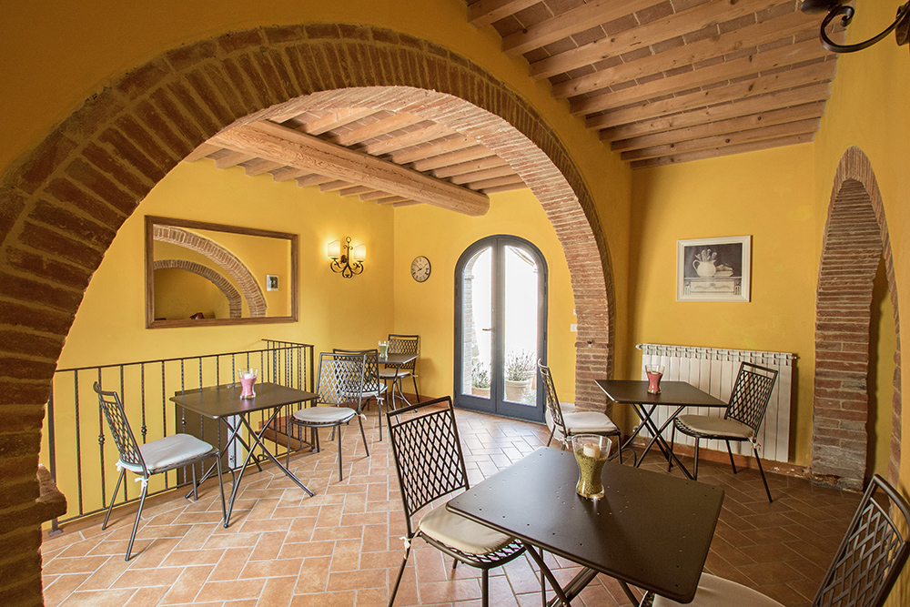 7-Casale-La-Lucciola-Farm-Sinalunga-Siena-Countryside-Tuscany-For-sale-farmhouses-country-homes-in-Italy-Antonio-Russo-Real-Estate.jpg