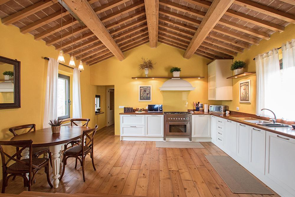 8-Casale-La-Lucciola-Farm-Sinalunga-Siena-Countryside-Tuscany-For-sale-farmhouses-country-homes-in-Italy-Antonio-Russo-Real-Estate.jpg