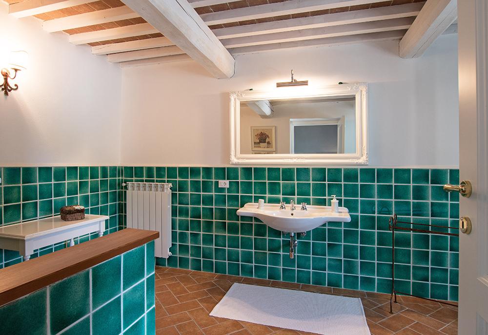 13-Casale-La-Lucciola-Farm-Sinalunga-Siena-Countryside-Tuscany-For-sale-farmhouses-country-homes-in-Italy-Antonio-Russo-Real-Estate.jpg