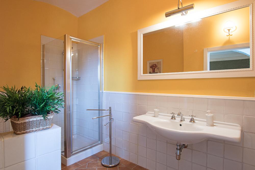 16-Casale-La-Lucciola-Farm-Sinalunga-Siena-Countryside-Tuscany-For-sale-farmhouses-country-homes-in-Italy-Antonio-Russo-Real-Estate.jpg