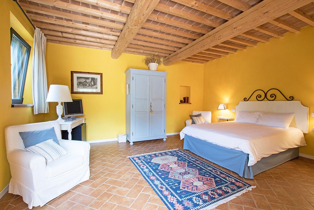 18-Casale-La-Lucciola-Farm-Sinalunga-Siena-Countryside-Tuscany-For-sale-farmhouses-country-homes-in-Italy-Antonio-Russo-Real-Estate.jpg