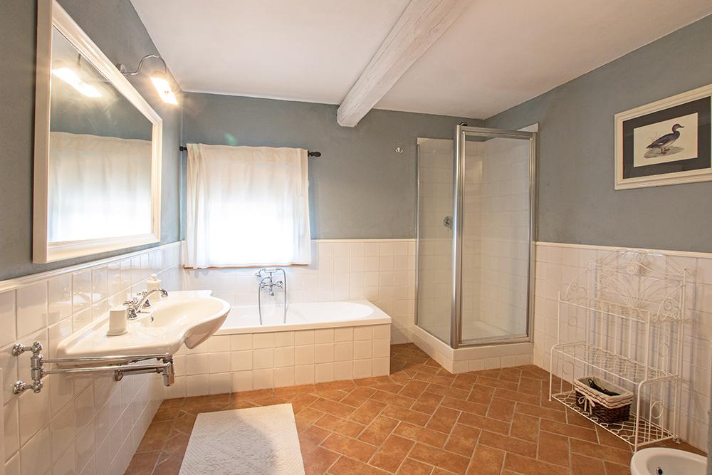 20-Casale-La-Lucciola-Farm-Sinalunga-Siena-Countryside-Tuscany-For-sale-farmhouses-country-homes-in-Italy-Antonio-Russo-Real-Estate.jpg
