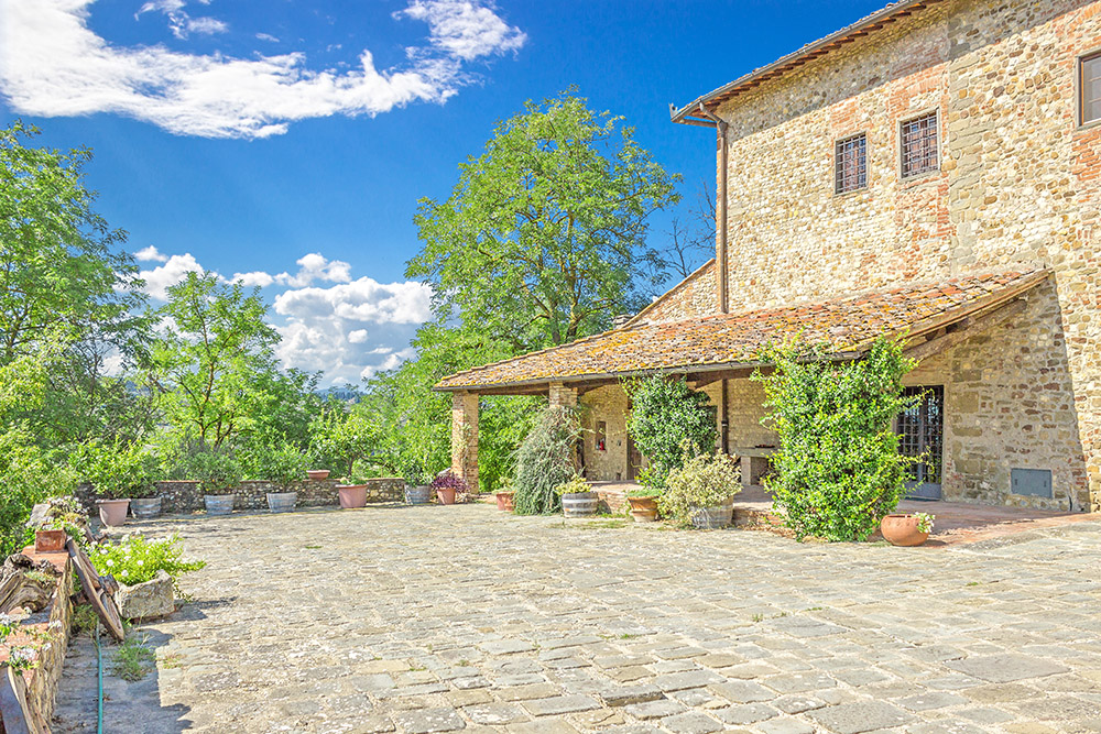 2-Casale-Il-Palagio-Farm-San-Casciano-Val-di-Pesa-Firenze-Countryside-Tuscany-For-sale-farmhouses-country-homes-in-Italy-Antonio-Russo-Real-Estate.jpg