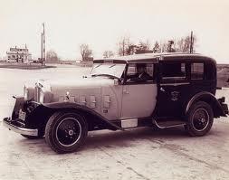 1932 Model M with Woodlite headlamps ( www.coachbuilt.com )