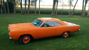 1969 Plymouth road runner : dragster speed with taxicab trim