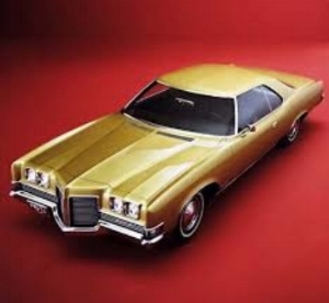 The signiture Poncho beak got a little out of hand on the  1971 Pontiac Catalina.     I wonder if that V-shaped gash in my childhood pal Kenny Klien's garage is still there from when his BIG sister forgot where the brake was . ( www.Productioncars.com )