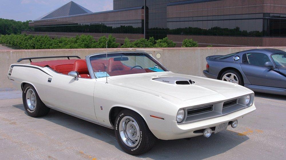 1970+Plymouth+%27Cuda_classiccarsphotedia.jpg