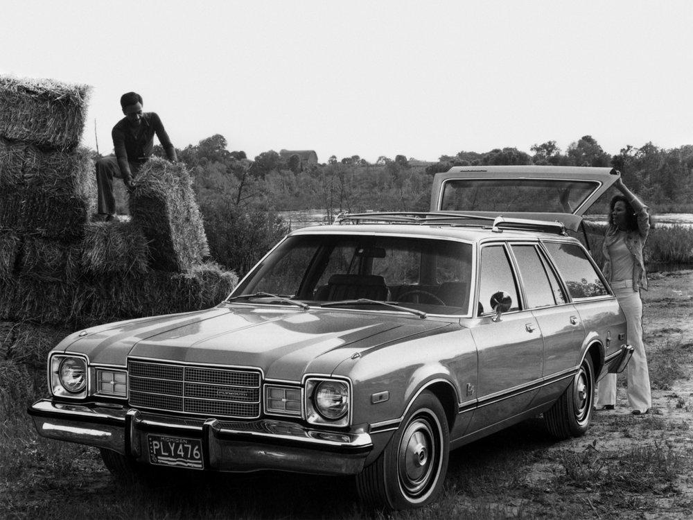 1976 Plymouth Volare Wagon_.enWheelsage.jpg