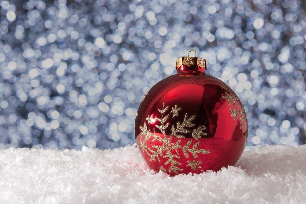 christmas-christmas-ball-decoration-260545.jpg