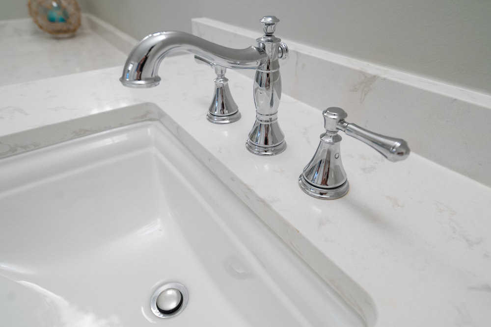 Polished Chrome faucet with Quartz countertops