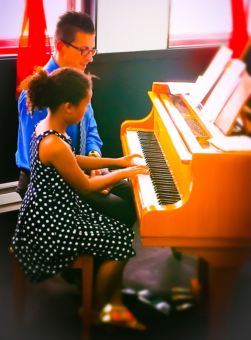 Private piano lessons are available for ages 4+. Lessons are held once per week for 4, 8 or 12 week sessions in our beautiful art gallery.
