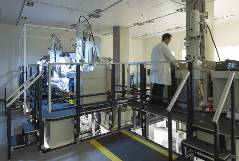 The electron microscope room consists of custom work platforms built around the microscope and raised access flooring to allow researchers to service underneath the rig. Photographer: Lara Swimmer