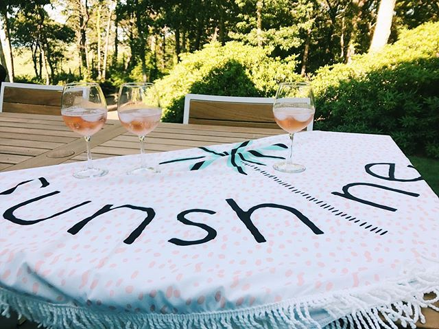 We could all use a little sunshine and wine on this rainy Wednesday! ☀️☀️ . . . . Shop this beach roundie in-store or online!