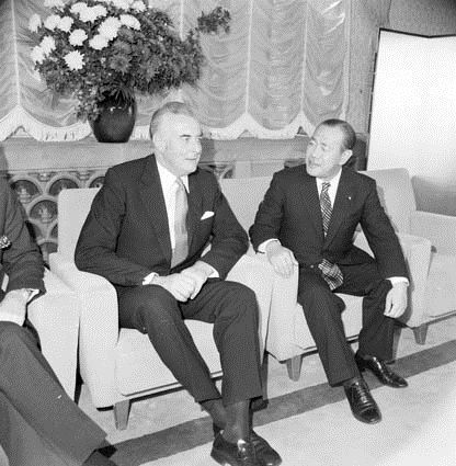 Gough Whitlam and Japanese Prime Minister Kakeui Tanaka meeting in Tokyo, 1973