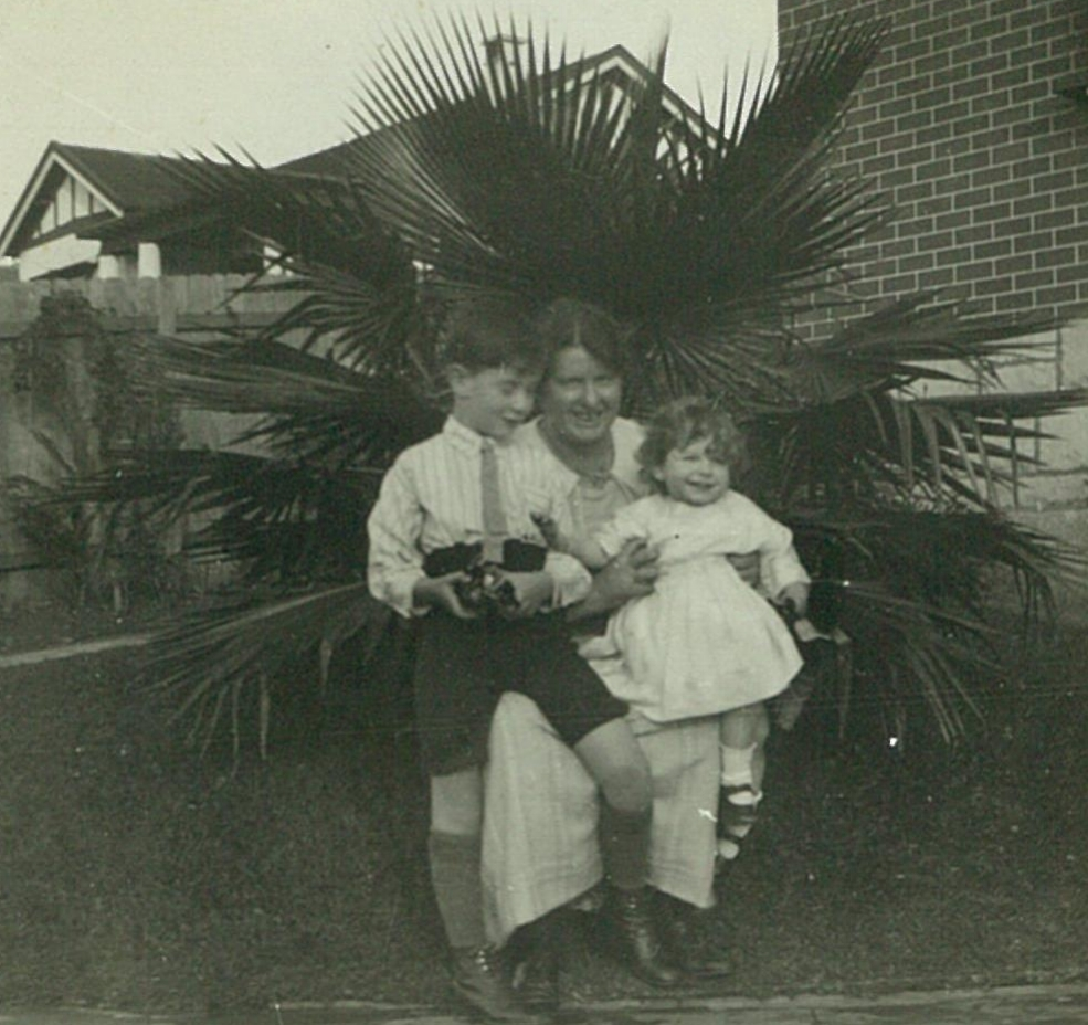 Gough and Freda with their mother, Martha Whitlam, Chatswood, 9 September 1922.