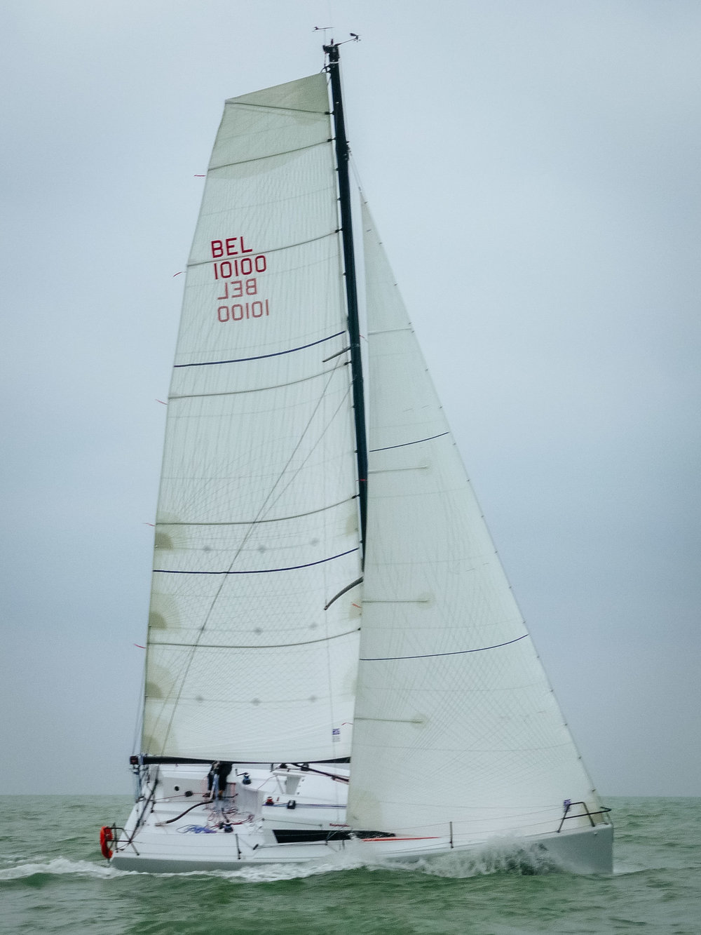 Tape-Drive Silver Powerhead mainsail and non-overlapping jib.