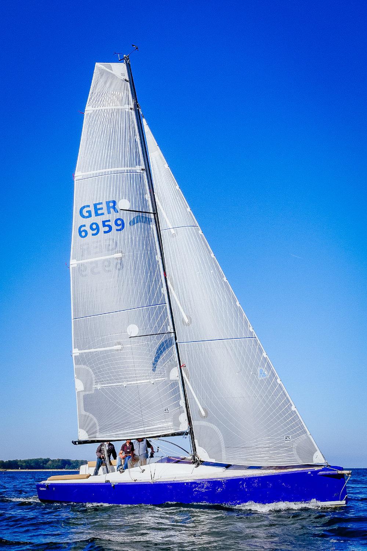 UK Sailmakers Square Top Mainsail 2 Gray Taffeta Tape-Drive Silver.jpg