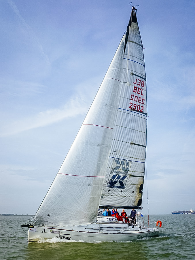 Beneteau First 40 MANTA SAILING sailing upwind with X-Drive Silver genoa and X-Drive carbon mainsail.