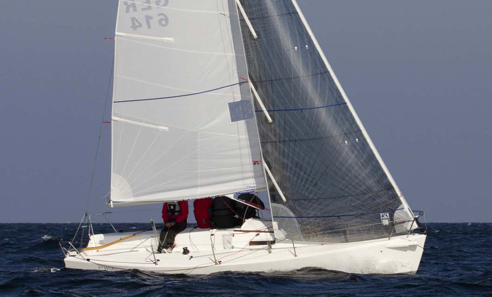 PIKE sailing upwind with her radial-cornered dacron main and Technora Titanium jib.