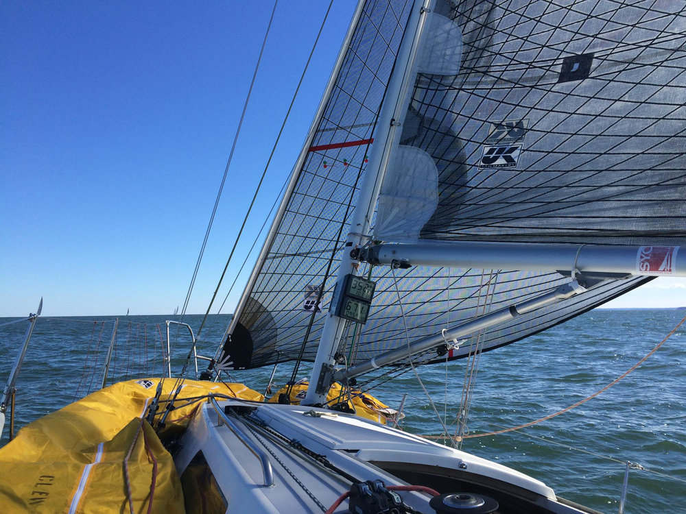 This image clearly shows the visibility you get with a high-clewed Jib Top.